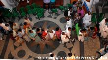 MLA's and MP's line up for casting their vote for the 14th presidential election in assembly on July 17, 2017 in Kolkata in India. (Photo by Sanjay Purkait / Pacific Press) | Verwendung weltweit, Keine Weitergabe an Wiederverkäufer.