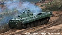 18.09.2017 +++ LENINGRAD REGION, RUSSIA - SEPTEMBER 18, 2017: Armoured hardware in Zapad 2017, a joint military exercise by the armed forces of Russia and Belarus at Luzhsky. Novoderezhkin/TASS PUBLICATIONxINxGERxAUTxONLY TS060A95