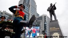 Russland Einweihung Kalaschnikow Denkmal in Moskau