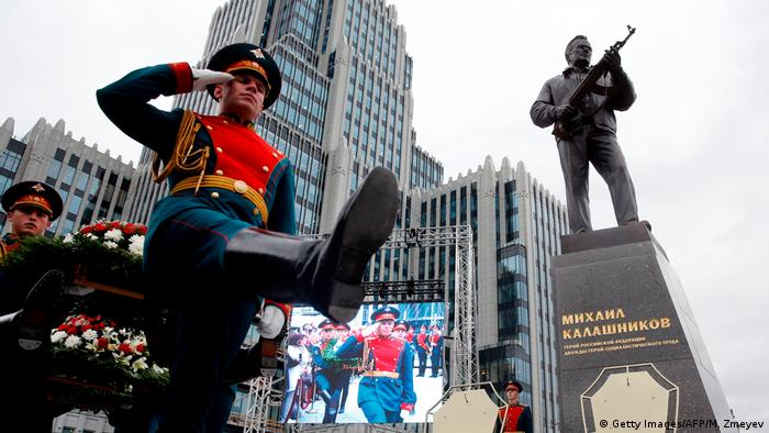 Kalashnikov monument in Moscow (Getty Images/AFP/M. Zmeyev)