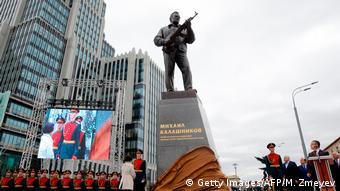 Russland Einweihung Kalaschnikow Denkmal in Moskau (Getty Images/AFP/M. Zmeyev)