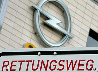 Логотип Opel и табличка на немецком языке ''Аварийный выход''