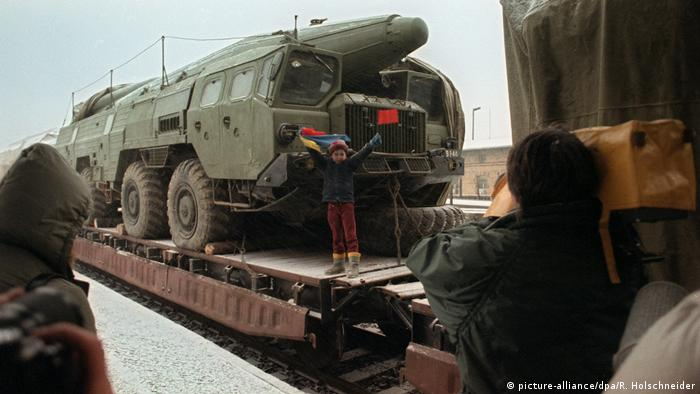 Soviet missiles in the former German Democratic Republic (picture-alliance/dpa/R. Holschneider)