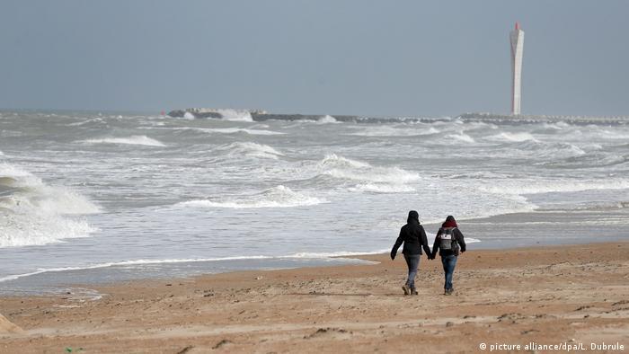 Plaża w Ostenda. W sobotę władze w Brukseli ogłosiły belgijskie wybrzeże strefą tabu (picture alliance/dpa/L. Dubrule)