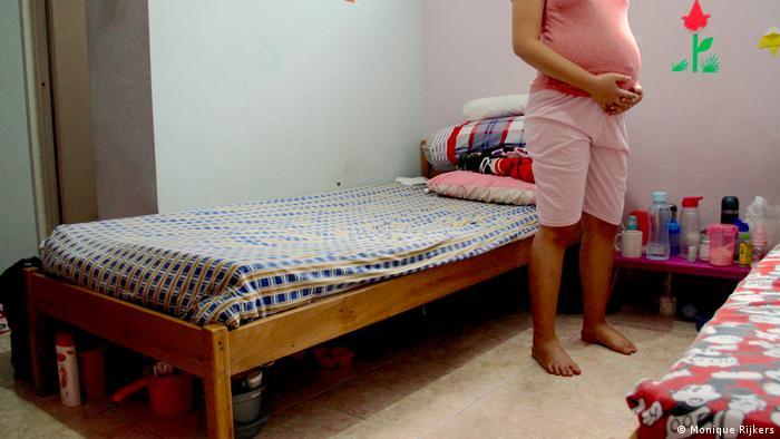 Indonesien Frauenhaus für uneheliche Schwangerschaften und Abtreibungen in Jakarta (Monique Rijkers)