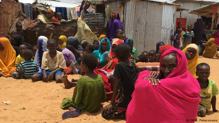 Refugees from Bariire in a camp in Mogadishu (DW/S. Petersmann)