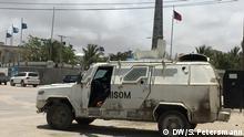 gepanzertes AMISOM-Fahrzeug an einem zentralen Verkehrs-Knotenpunkt in Mogadischu DW-Schwerpunktwoche Wurzeln des Hungers DW, Sandra Petersmann