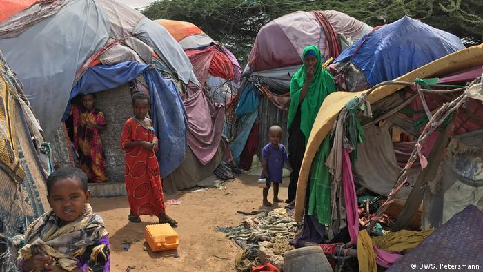 A refugee camp in Mogadishu (DW/S. Petersmann)