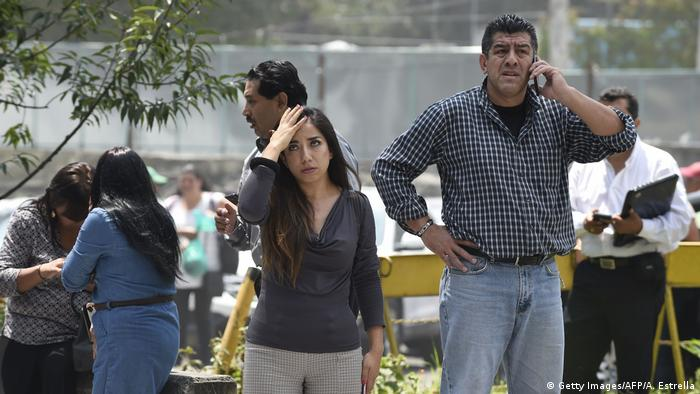 People react as a real quake rattles Mexico City (Getty Images/AFP/A. Estrella)