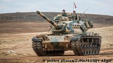 Türkei Armee an der Grenze vor Kobane