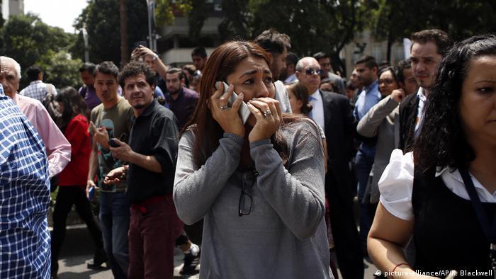 Mexiko Erdbeben in Mexiko Stadt (picture-alliance/AP/R. Blackwell)