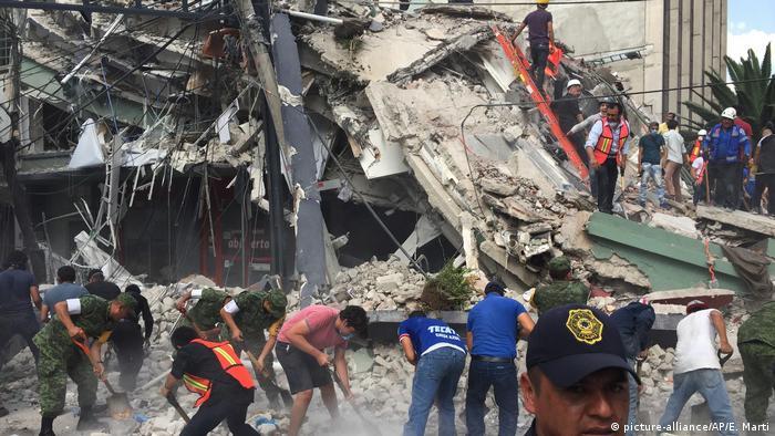 Mexiko Erdbeben Mexiko Stadt (picture-alliance/AP/E. Marti)