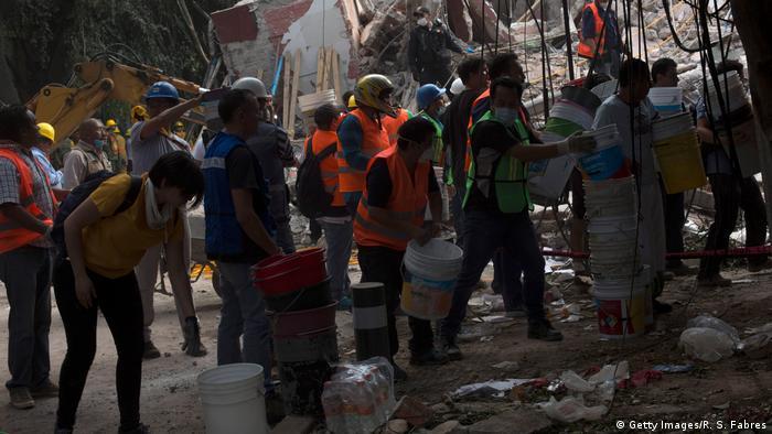 História de criança encontrada com vida sob escombros no México é falsa