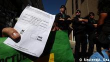 Spanien Wahlzettel für das Referendum nach der Razzia in Terrassa