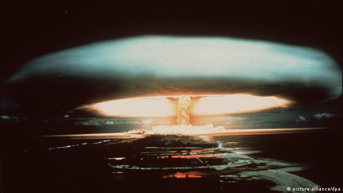 Ensayo atómico en el atolón de Muroroa. (1971).