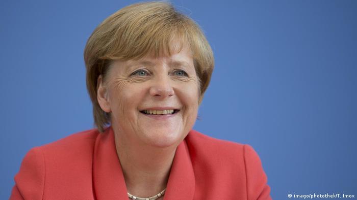 Deutschland Bundeskanzlerin Angela Merkel CDU lacht