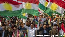 Kurden demonstrieren am 16.09.2017 in Erbil (Irak) für das Referendum. Am 25.09. sollen die Wähler in den kurdischen Autonomiegebieten über die Abspaltung vom restlichen Irak abstimmen. Sie genießen bereits große Autonomierechte, streben aber seit langem nach Unabhängigkeit. Die Zentralregierung in Bagdad lehnt das Referendum ab. Foto: Berci Feher/ZUMA Wire/dpa +++(c) dpa - Bildfunk+++  
