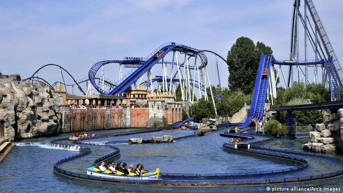 Roller coasters at Europapark Rust, Germany (picture-alliance/Arco Images)