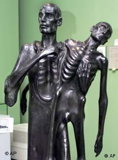 Escultura Inferno (1946), de Fritz Koelle, faz parte da exposição em Berlim