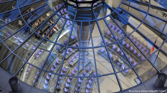 Bundestag, Inside the Reichstag dome, Berlin, Germany (picture-alliance/dpa/M.Cohen)