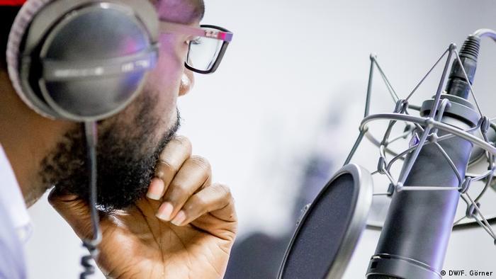 DW Hausa   Symbolbild Radio