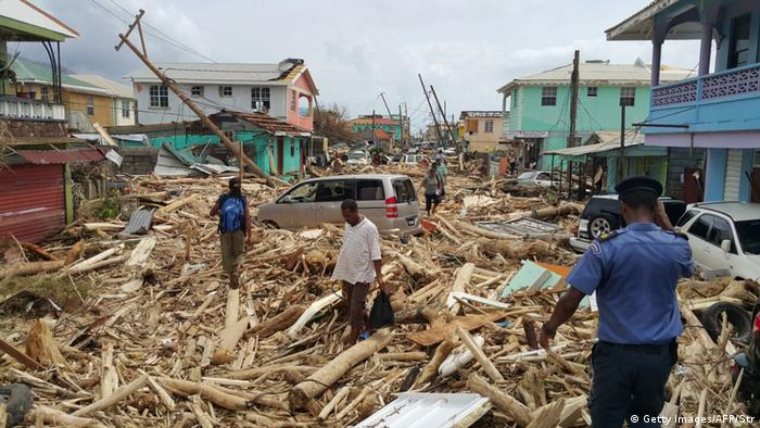 Destruição em Dominica: o aquecimento da superfície dos mares está entre os motivos para furacões mais fortes, como o Maria