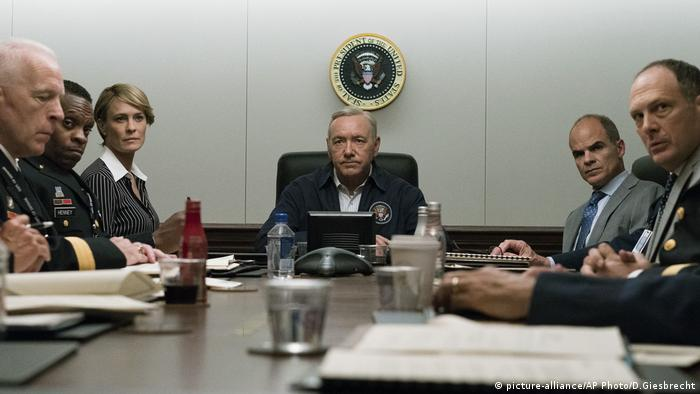 Filmszene aus House of Cards (picture-alliance/AP Photo/D.Giesbrecht)