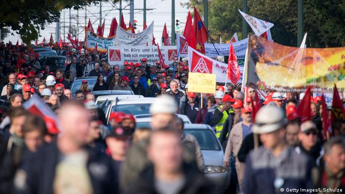 Demonstration in Bochum von Thyssen-Arbeitern (Getty Images/L.Schulze)