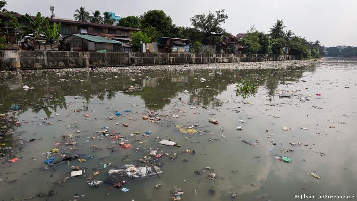 Philippinen Putzaktion auf der Freedom-Insel und Markenprüfung (Jilson Tiu/Greenpeace)