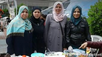 Türkei syrische Frauen arbeiten als Köchin für einer Bürgerinitiative in Istanbul