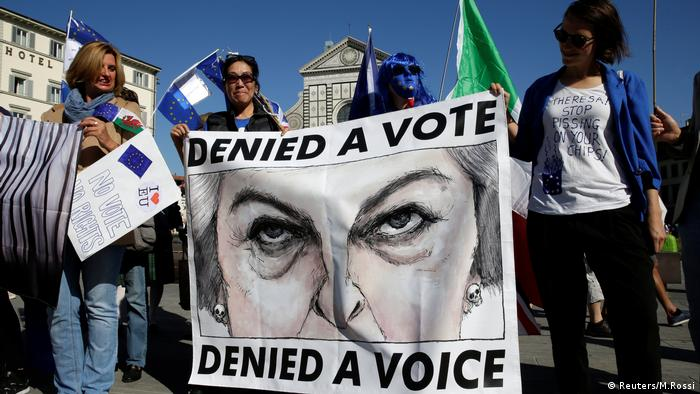 Anti-Brexit protests in Florence for the arrival of Theresa May