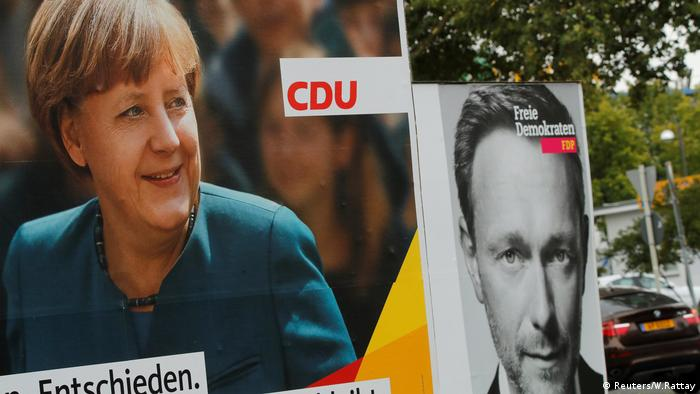 Campaign posters for German Chancellor Angela Merkel's CDU and Christian Lindner's FDP (Reuters/W.Rattay)