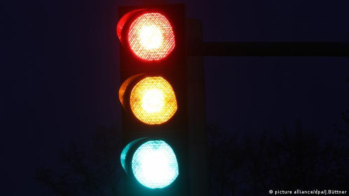 Symbolfoto Ampelkoalition - Rot, Gelb und Grün (picture alliance/dpa/J.Büttner)