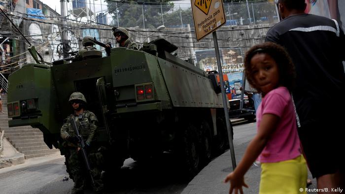 Танковете по улиците на Рио де Жанейро не са рядкост