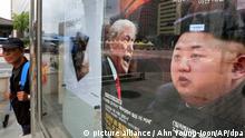 Das Titelblatt eines südkoreanischen Nachrichtenmagazins zeigt am 11.09.2017 in Seoul (Südkorea) ein Bild des US-Präsidenten Donald Trump und des nordkoreanischen Machthabers Kim Jong Un unter der Überschrift Korea-Krise. Nordkorea drohte den USA mit einem hohen Preis, sollte sich eine neue Resolution mit verschärften Sanktionen durchsetzen. (zu dpa Nordkorea droht den USA: «Werden den Preis bezahlen» vom 11.09.2017) Foto: Ahn Young-Joon/AP/dpa +++(c) dpa - Bildfunk+++ |