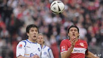 Drpić (lijevo) u dvoboju s Gomezom