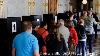 Berlin Schlange für die Briefwahl zur Bundestagswahl (picture-alliance/AP Photo/M. Schreiber)