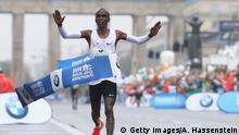 Deutschland Berlin Marathon Sieger Eliud Kipchoge (Getty Images/A. Hassenstein)