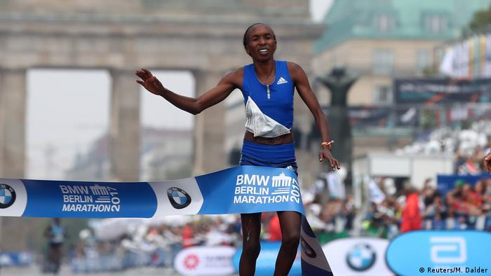 Deutschland Berlin Marathon Siegerin Gladys Cherono Kiprono (Reuters/M. Dalder)