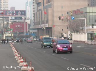 Straße in Urumchi, Hauptstadt des Uigurischen Autonomen Gebietes Xinjiang in der Volksrepublik China. Aufgenommen am 25. Februar 2009. Die Rechte gehören unserem freien Korrespondenten Anatoliy Weiskopf, sind uns aber freigegeben. Zulieferer: Mikhail Bushuev