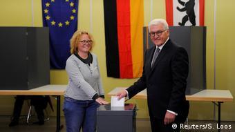Berlin Bundestagswahl Bundespräsident Steinmeier wählt (Reuters/S. Loos)