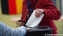 Berlin Bundestagswahl Stimmzettel und Wahlurne