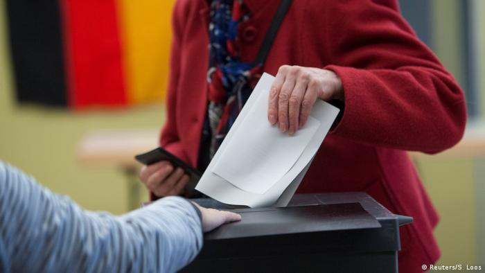A person casting a vote in a German election (Reuters/S. Loos)