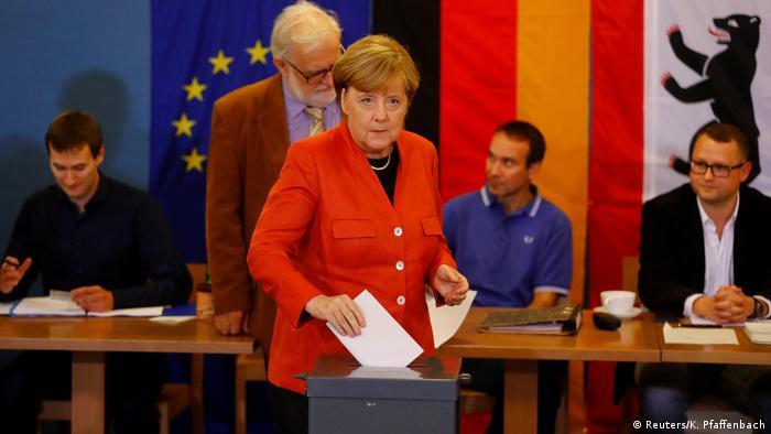 Bundestagswahl 2017 | Stimmabgabe Angela Merkel, Bundeskanzlerin (Reuters/K. Pfaffenbach)