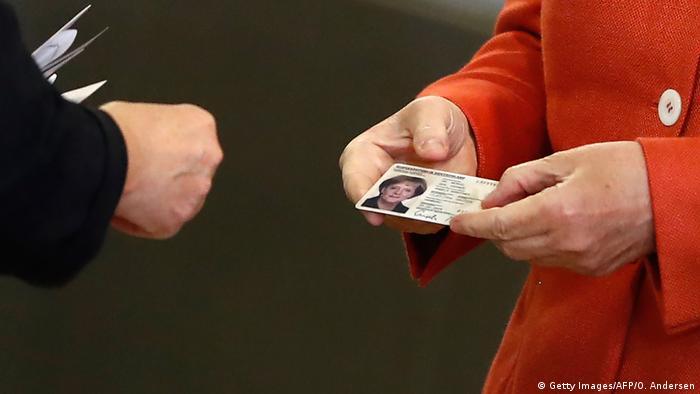 Bundestagswahl 2017 | Stimmabgabe Angela Merkel, Bundeskanzlerin (Getty Images/AFP/O. Andersen)
