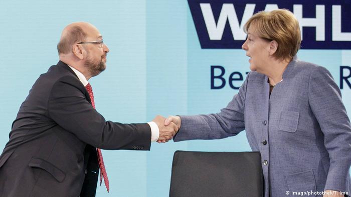 Schulz e Merkel se cumprimentam em debate