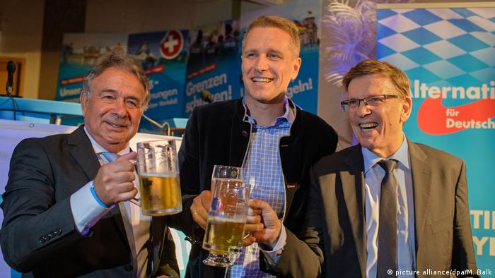 AfD politicians drinking beer