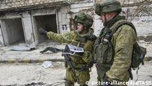 ALEPPO, SYRIA - DECEMBER 18, 2016: Military engineers of the Russian Armed Forces International Mine Action Centre clearing eastern Aleppo of mines. Russian Defence Ministry/TASS |