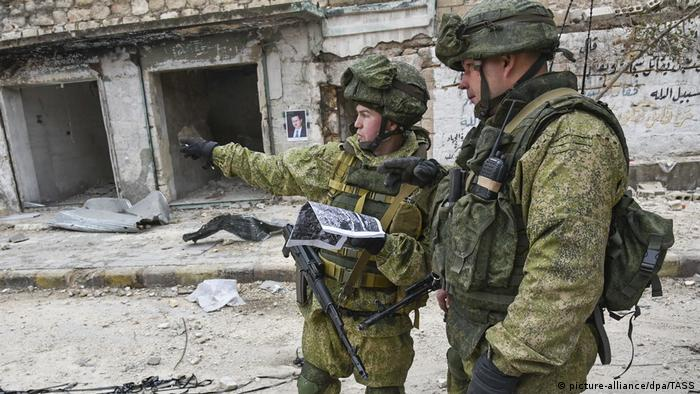 Syrien Russische Soldaten in Aleppo (picture-alliance/dpa/TASS)
