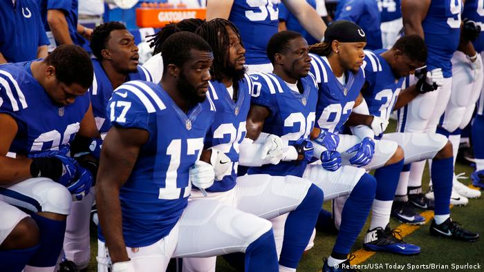 Indianapolis Colts players kneel during the playing of the National Anthem - Indianapolis Colts (Reuters/USA Today Sports/Brian Spurlock)